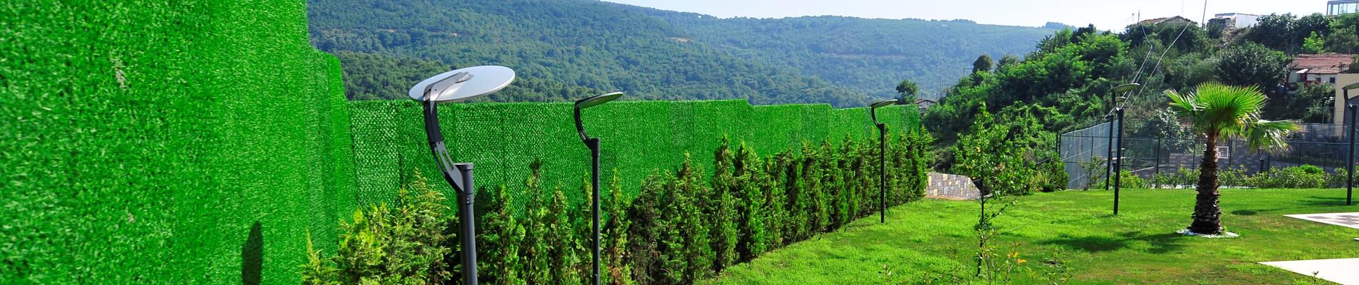 Avec des barrières de gazon (Çim Çit) des jardins verts et sécurisés