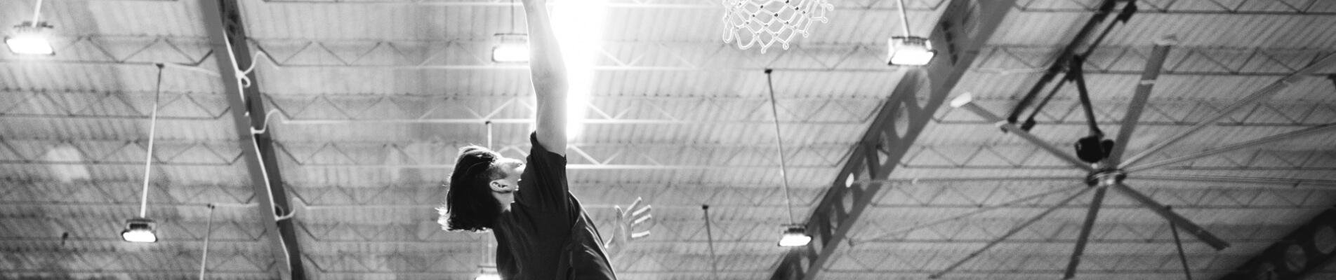 Les profits de basketball pour les enfants et des planchers tartans!