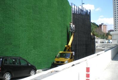Application de revêtement de mur de barrière de gazon