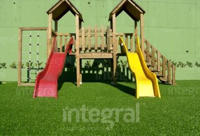 Application de terrain de jeu d'école de gazon artificiel
