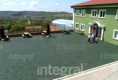 Application de plancher en caoutchouc de terrasse d'école