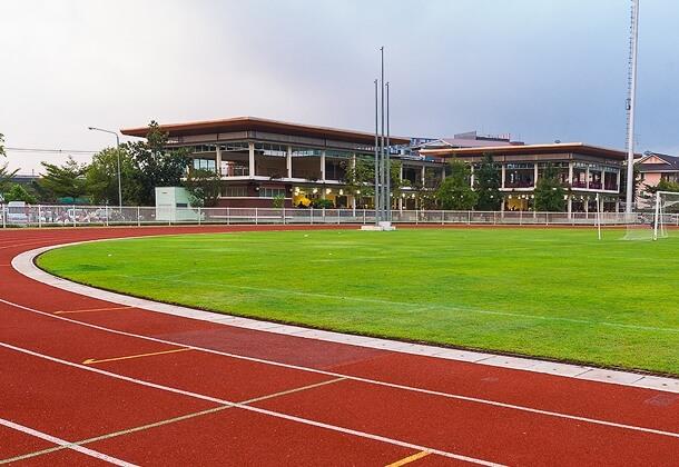 Fabrication de piste d'athlétisme